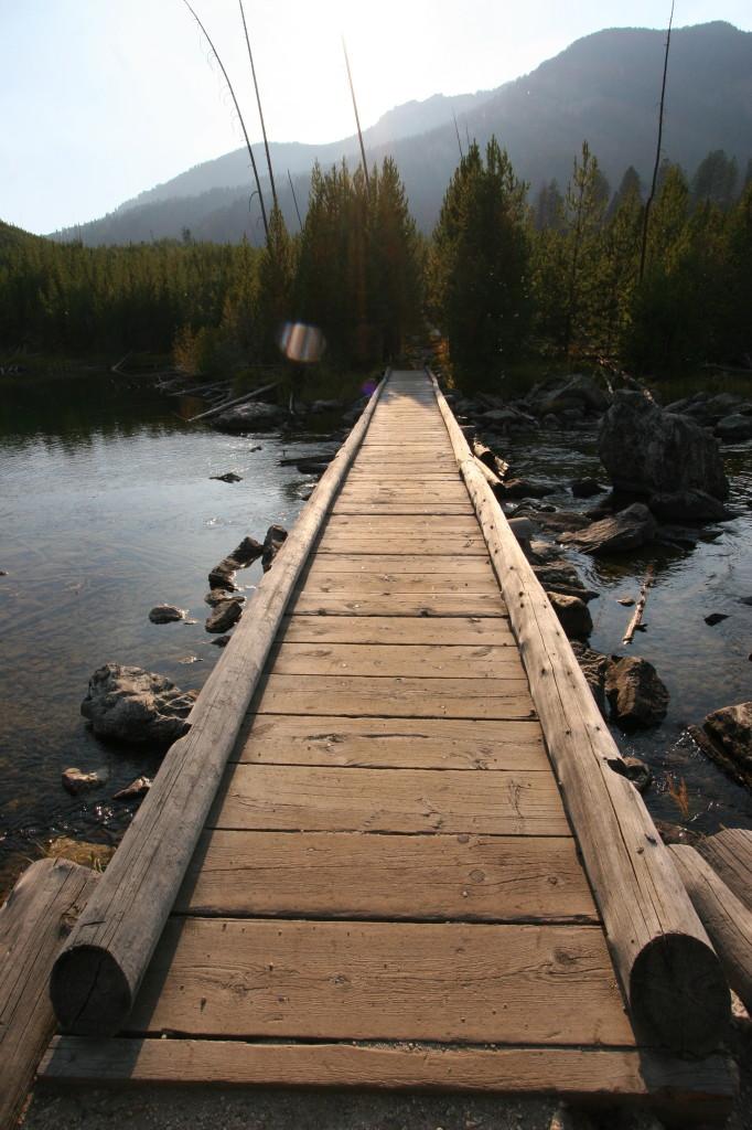 A bridge crossing the water at Taggert Lake.