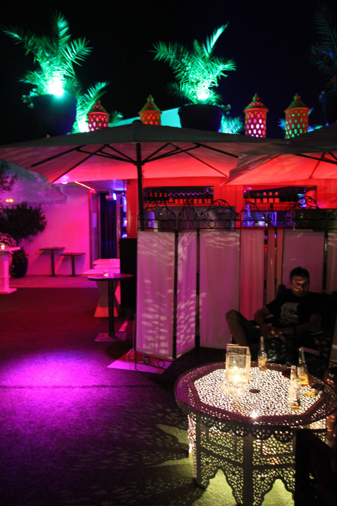 The artistically lit rooftop bar of Sojo.