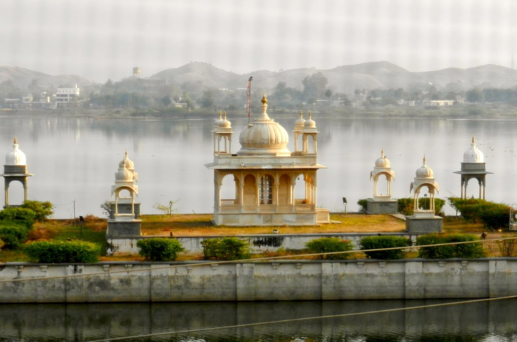 The Lake Palace hotel is situated in the middle of one of the five lakes of Udaipur, a top tourist destination which amply deserves its description as the 'Venice of the East'.