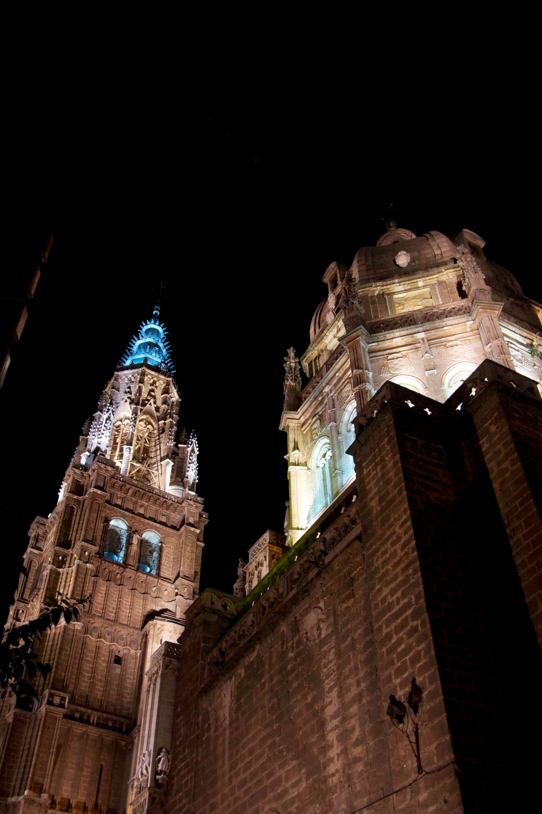 19 – Catedral at night